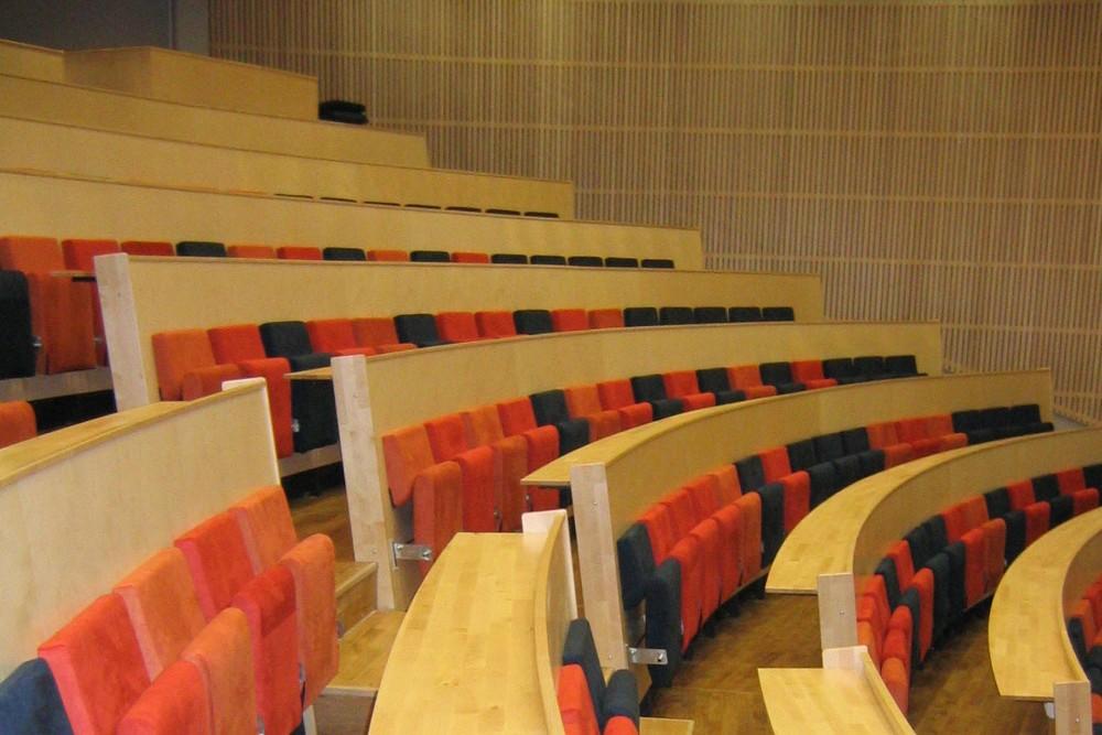 arkitektur_byaasen_videregaaende_skole_trondheim_interior_auditorium_benker