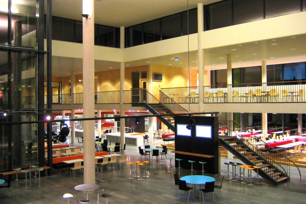 arkitektur_byaasen_videregaaende_skole_trondheim_interior_trapp_heis_kommunikasjon_infrastruktur_sitteomraade