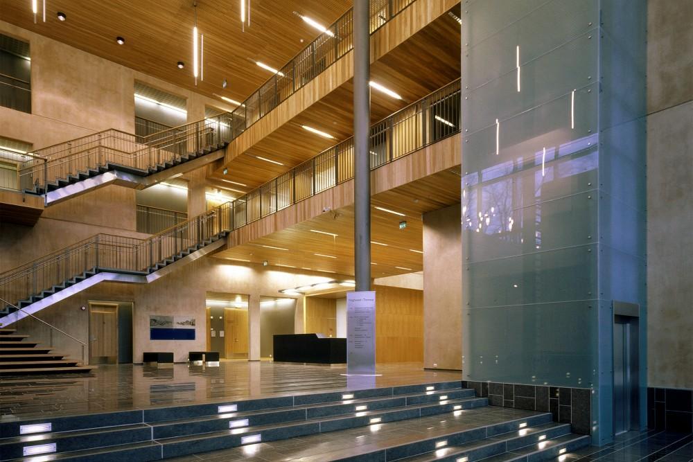 arkitektur_tromso_tinghus_interior_trapp_heis_trapperom_aula_kommunikasjonsare