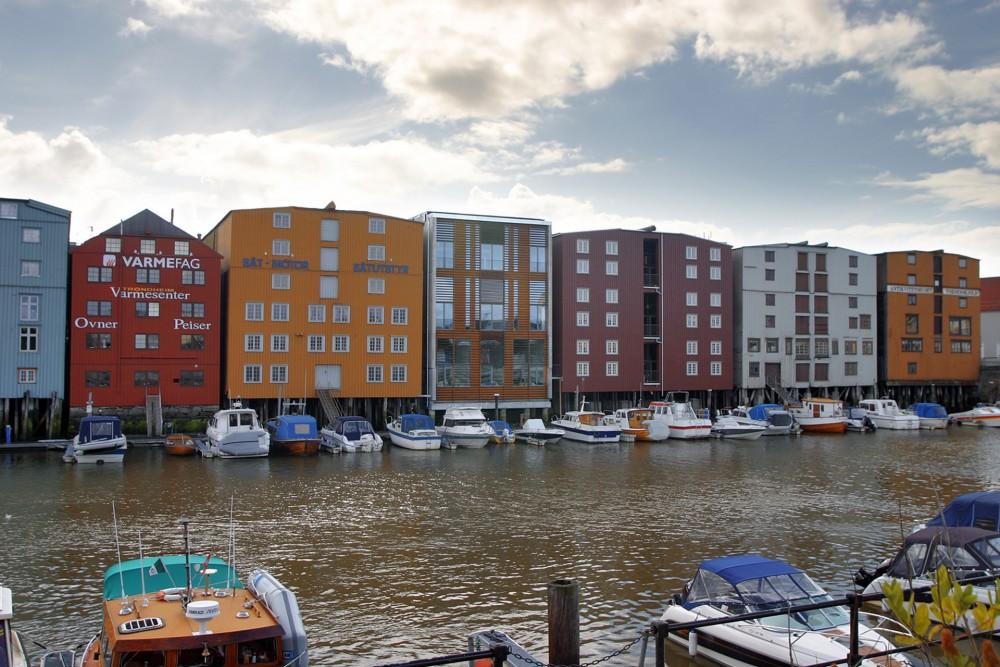 arkitektur_trondheim_brygge_brygger_bryggene_trebrygger_trebryggene_fjordgata_26_28_ny_fasade_mot_kanal_kanalen