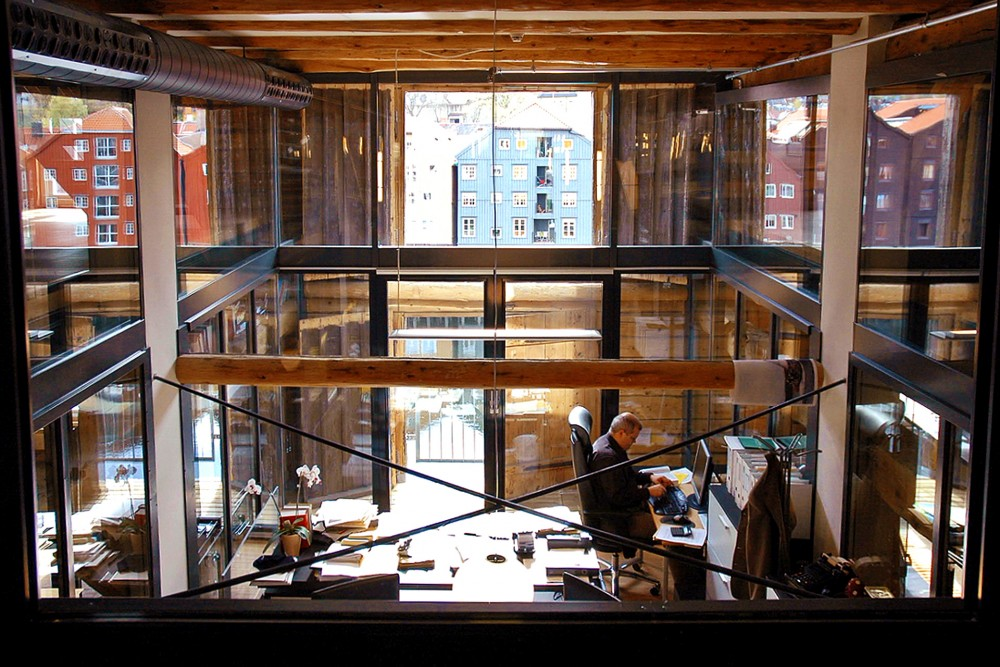 arkitektur_trondheim_trebryggene_ombygging_rehabilitering_trebrygge_kontor_kontorbygg_interior_kontorer_utsikt_over_kanalen
