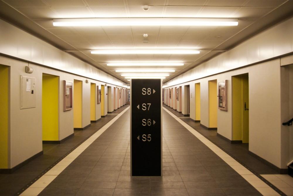 interior_stripa_ntnu_sentralbygg_i_trondheim_ombygging_spesialtegnede_møbler_gulv_01